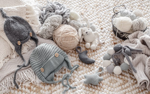 handmade-knitted-toys-with-balls-thread-concept-hobbies-crafts_169016-4794