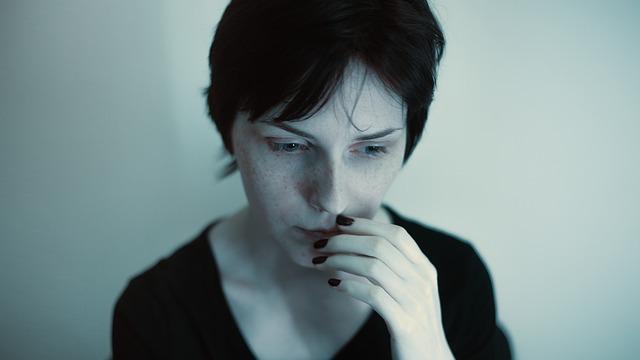 ponurá žena