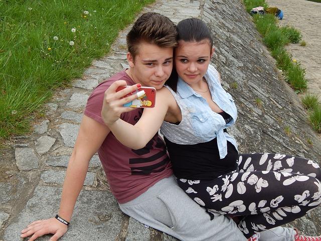 mladý pár