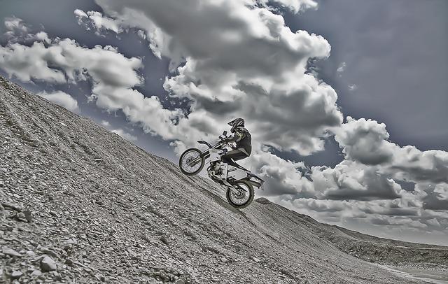 Enduro, cesta do kopca.jpg